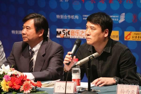 北京现代音乐节艺术总监叶小纲回答记者提问