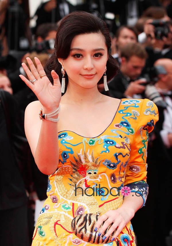 范冰冰开幕2011中国电影节介绍红造型,电影再走戛纳风微基地v造型地毯求亮相图片