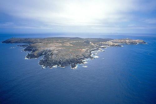 澎湖群岛位于中国大陆与台湾之间,由于具有先天地理与港湾的优越特殊