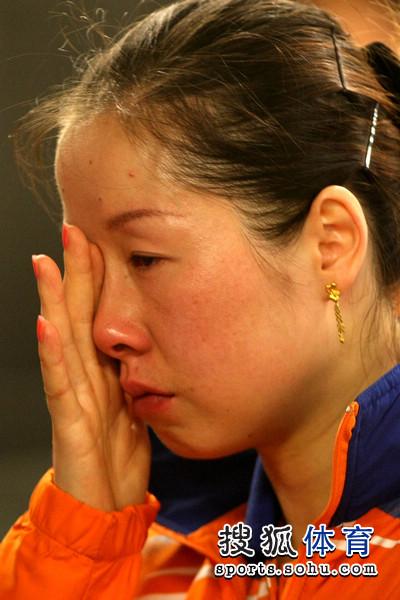 李洁赛后哭泣