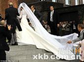 英新王妃凯特婚纱被指抄袭意总理教女嫁衣(图)