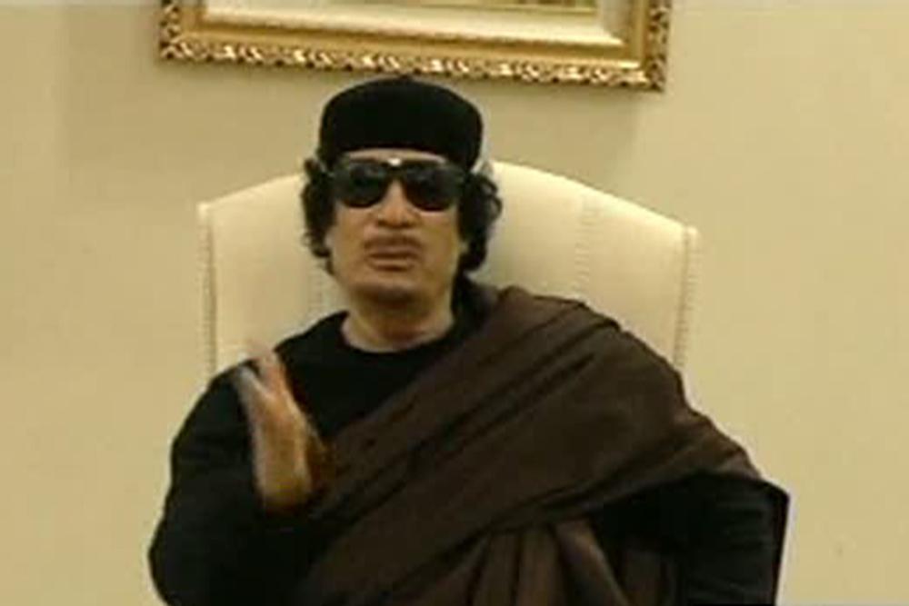 这是利比亚国家电视台5月11日播出的利领导人卡扎菲会见东部地区部落首领的视频截图.