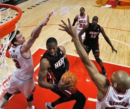 2010-2011赛季NBA季后赛东部已经进入了争冠阶段,公牛与热火将为图片