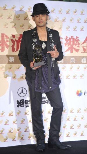 最受外界瞩目的最佳男歌手奖项,入围的有周杰伦,王力宏,齐秦,林俊杰图片