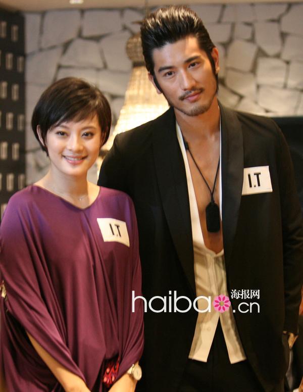 男医生?y.??i_i.t上海新天地新店开幕举办庆祝活动,上演代理品牌2011春夏时装秀!