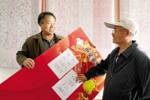 福彩1206彩票站站长戴鹏翔便在门上贴出买彩票中1000万的宣传画,梦想