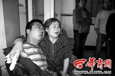 李高锋鼻梁骨折满脸是血,妻子难受得哭了
