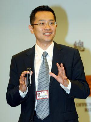 """马英九办公室发言人范姜泰基14日表示,马英九没有考虑特赦陈水扁,尊重司法公平审判,不介入个案。""""中央社"""""""