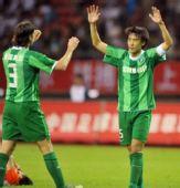 图文:[中超]杭州1-0山东 杜威亚当庆祝