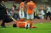 图文:[中超]杭州1-0山东 崔鹏受伤倒地