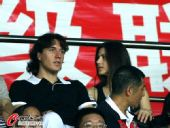 图文:[中超]广州3-1河南 克莱奥和妻子