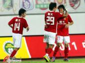 图文:[中超]广州3-1河南 叶伟超破门