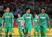 图文:[中超]北京2-0青岛 罗贝托笑着离场