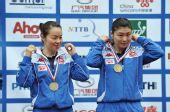 图文:世乒赛女双颁奖瞬间 帖雅娜姜华�B铜牌