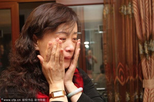 图文:张继科父母家中观赛 张妈妈激动落泪