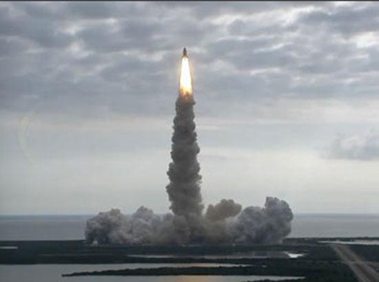 美国奋进号航天飞机发射升空 踏上谢幕太空之旅