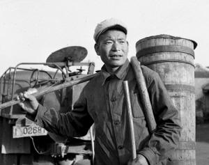 """掏粪工工资_""""双百""""人物中的共产党员(组图)-搜狐滚动"""