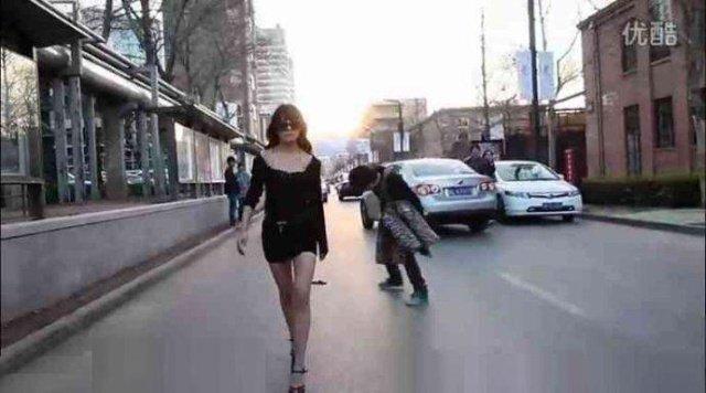 猜测之二:富二代带美女逛街