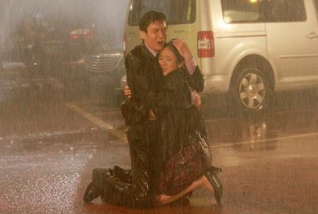 周菲精彩雨戏