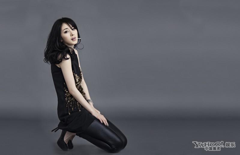 杨幂性感迷人-杨幂变身优雅黑天鹅