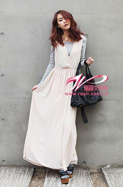 纯白拖地长裙