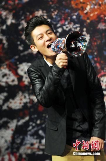 资料图:2011年4月21日,陈冠希携全新专辑《Confusion》在北京举行发布会。 中新社发 李学仕 摄