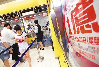 香港超级六合彩1亿元头奖彩金20号搅珠出结果。香港文汇报记者彭子文 摄