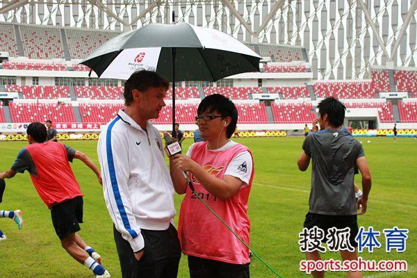 图文:[中超]深圳VS南昌 特鲁西埃接受采访