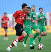 图文:[中超]辽宁0-0北京 杨宇PK徐云龙