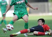 图文:[中超]辽宁0-0北京 秦升防守