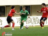 图文:[中超]辽宁0-0北京 乔尔突破