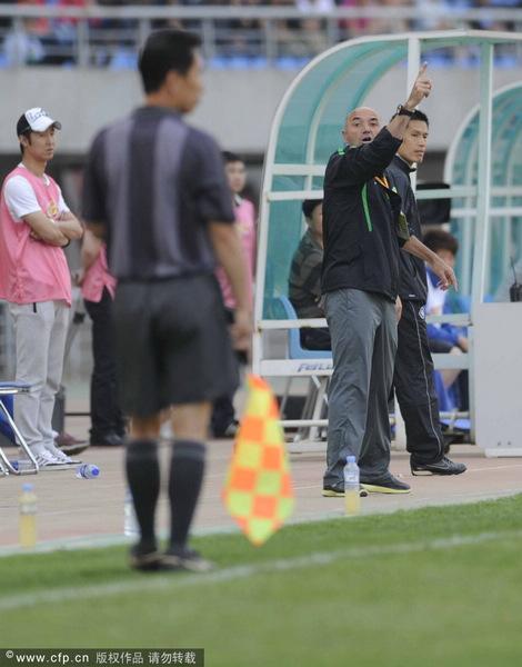 图文:[中超]辽宁0-0北京 帕切科不满