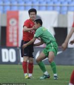 图文:[中超]辽宁0-0北京 徐亮小肇哥俩好