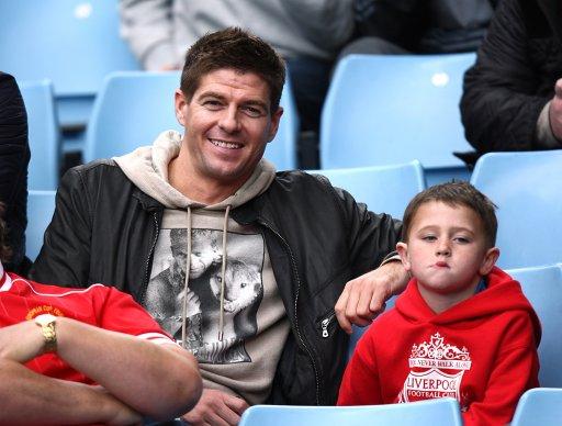 幻灯:利物浦队长血溅赛场 杰拉德面露诡异微笑
