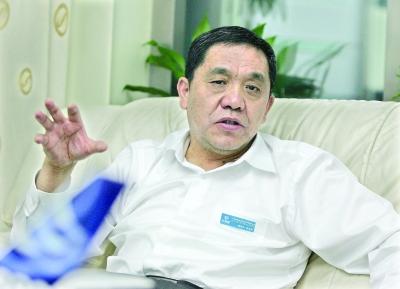 九州通医药集团股份有限公司董事长刘宝林.记者 李永刚 摄图片