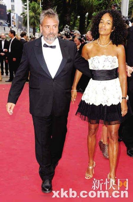 吕克-贝松与现任女友走红毯