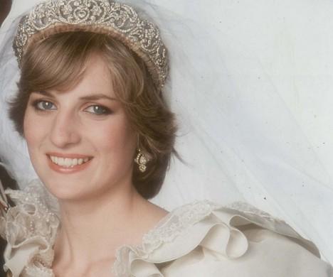 戴安娜王妃婚纱-细数英国皇室的皇冠