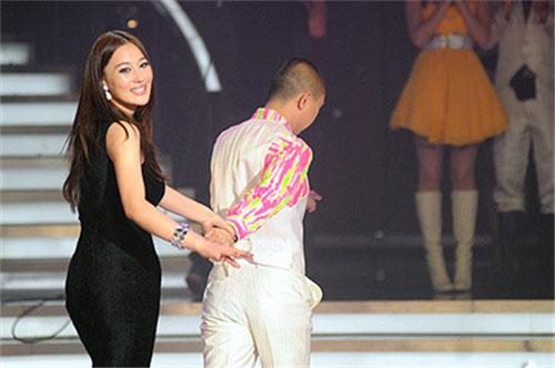 白凯南与张馨予牵手离开《舞动奇迹》