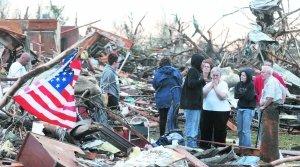 美国密苏里州乔普林市22日遭遇60年不遇的特大龙卷风袭击后,截至当地时间23日,龙卷风已造成密苏里州乔普林市116人遇难。媒体称,这一数字还将继续上升,无家可归者至少有5万人之多。