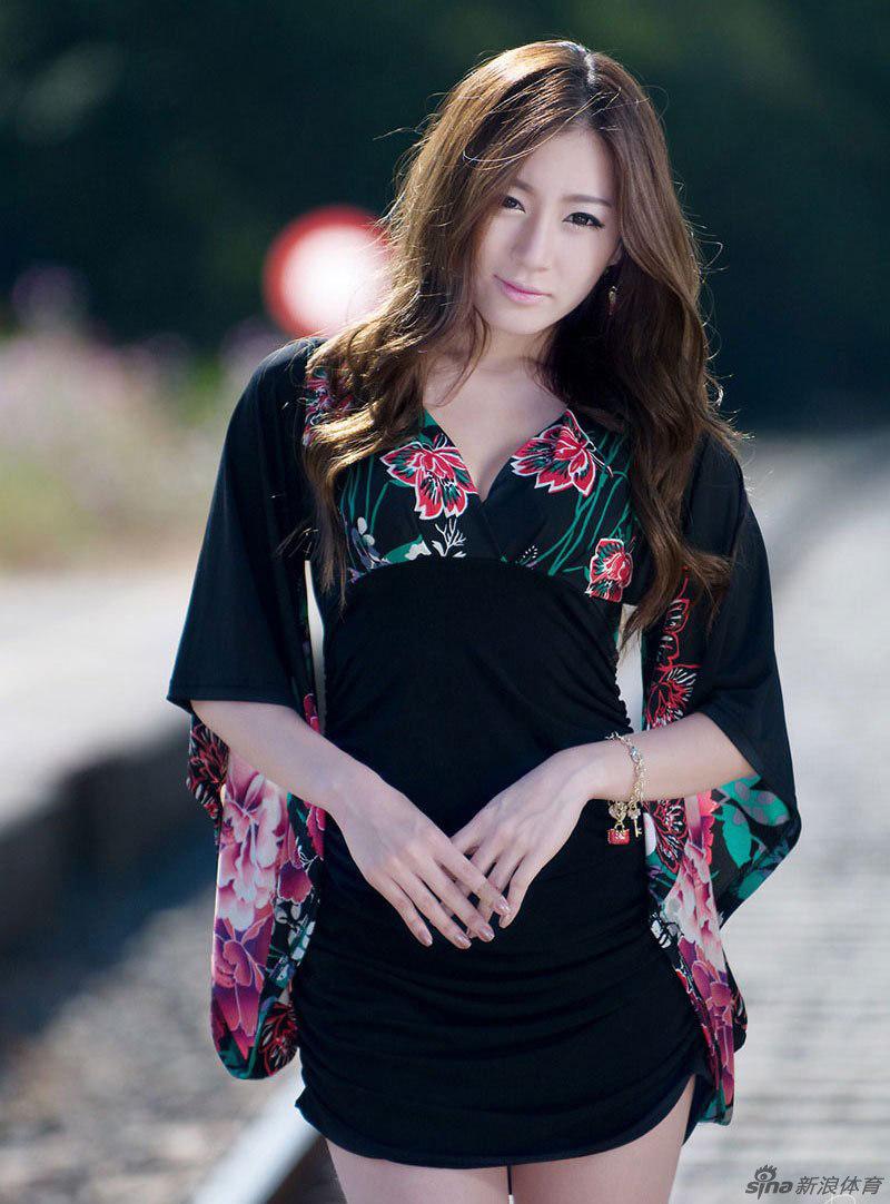 韩国美女主持变身足球宝贝(组图)原汁原味美女内裤图片