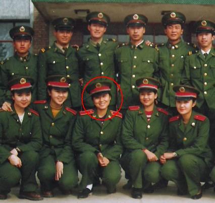 大学时期,闫妮曾在陕西财经学院学习两年企业管理专业,毕业后考上了兰州军区战斗歌舞团,后来又到解放军艺术学院上学。代表作品《武林外传》