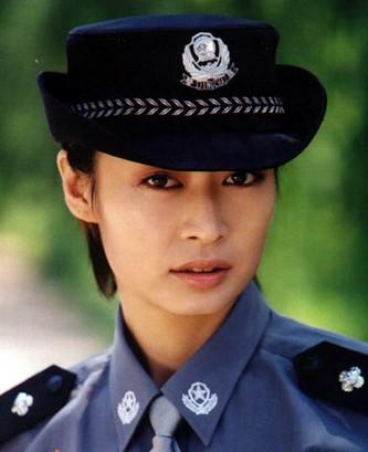 1999年毕业于中国人民解放军艺术学院戏剧表演系,出演过《警察有约》《向日葵》《炮制女朋友》《女子特警队》《好想好想谈恋爱》《白银谷》等。