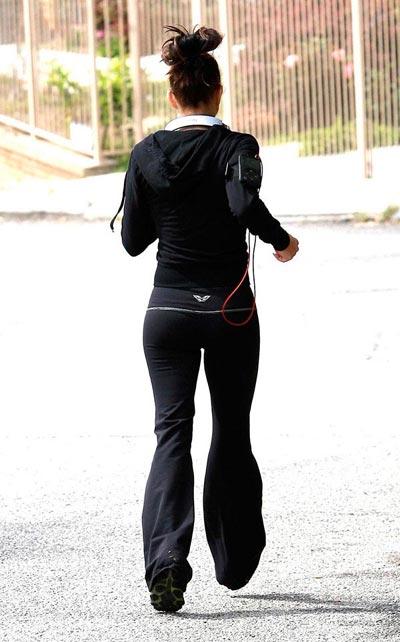 豆豆的女爱上菲姬自从09年后就极限了跑步健身,每天坚持户外跑步减肥瘦身是主唱词图片