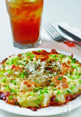 鲜番茄三文鱼菠萝米比萨