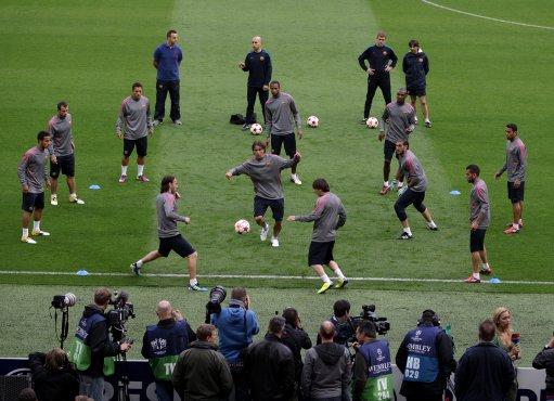 布利球场备战训练,迎接即将到来的与曼联的决战.(责任编辑:马