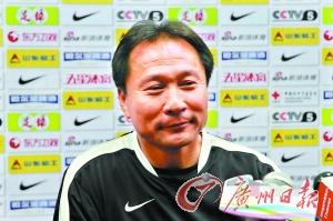 """离开一年半后,沈祥福作为""""敌人""""重返广州。 本报记者 李斌 摄"""