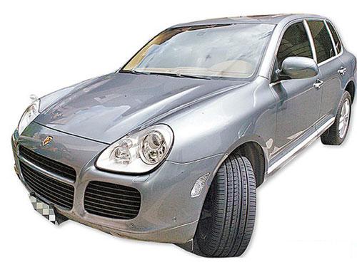 porsche(保时捷)休旅车cayenne turbo,bmw 745li都是他的收藏,他曾