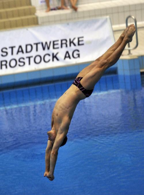 陈艾水_图文:德国大奖赛陈艾森10米台夺冠 入水瞬间-搜狐体育