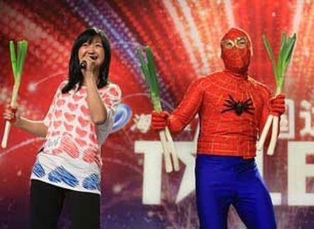 """《达人秀》感动了无数人的""""蜘蛛侠""""夫妇。"""