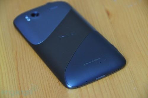 HTC Sensation机身背面